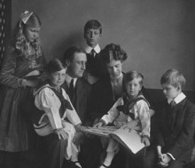 Franklin and Eleanor Roosevelt with their children in Washington, DC, June 12, 1919. (credit: Franklin D. Roosevelt Presidential Library, Hyde Park, NY)